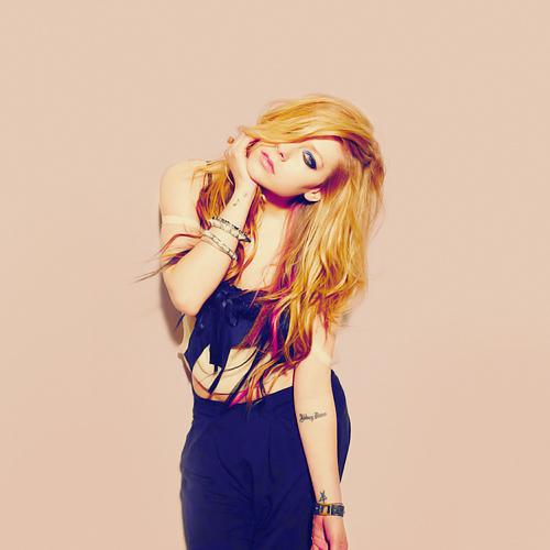 tatuagens-da-Avril-Lavigne